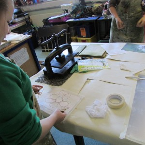 Using wire drawings and other objects in a printmaking course at the children's art school led by artist Chrys Allan