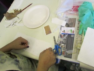 Creating textured backgrounds for printmaking at the children's art school holiday printmaking course with artist, Chrys Allen