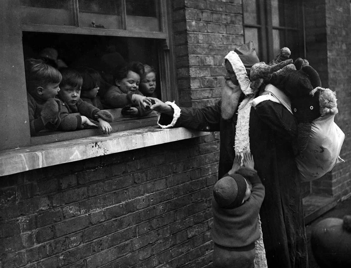 christmas-on-londons-streets-in-the-past-10