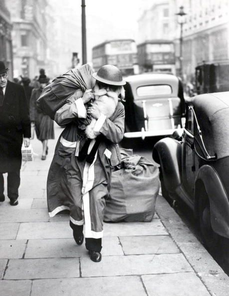 christmas-on-londons-streets-in-the-past-12